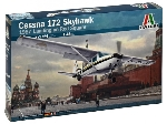 Italeri Cessna 172 Skyhawk - 1987 Landing on Red Square  1:48