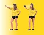 Viessmann Vrouw maakt Selfie  H0